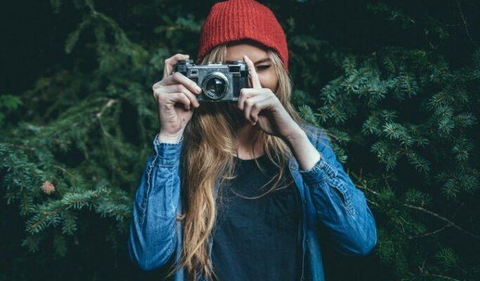 hand-girl-hair-camera-photographer-pine-14200-pxhere.com