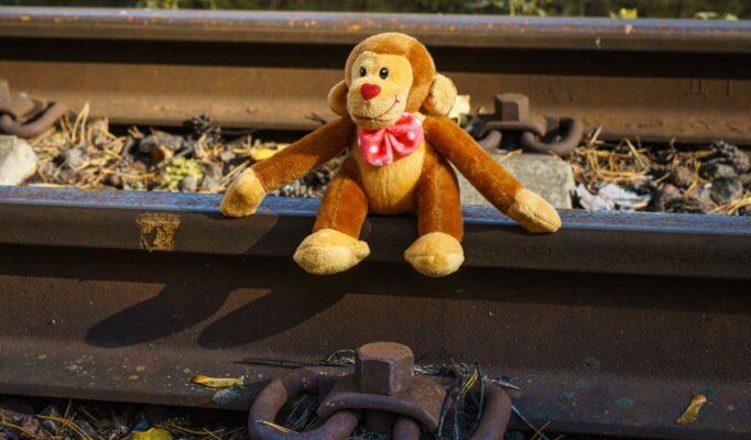 narrow-gauge-railway-rails-rusty-spring-railroad-switch-station-1636898-pxhere.com